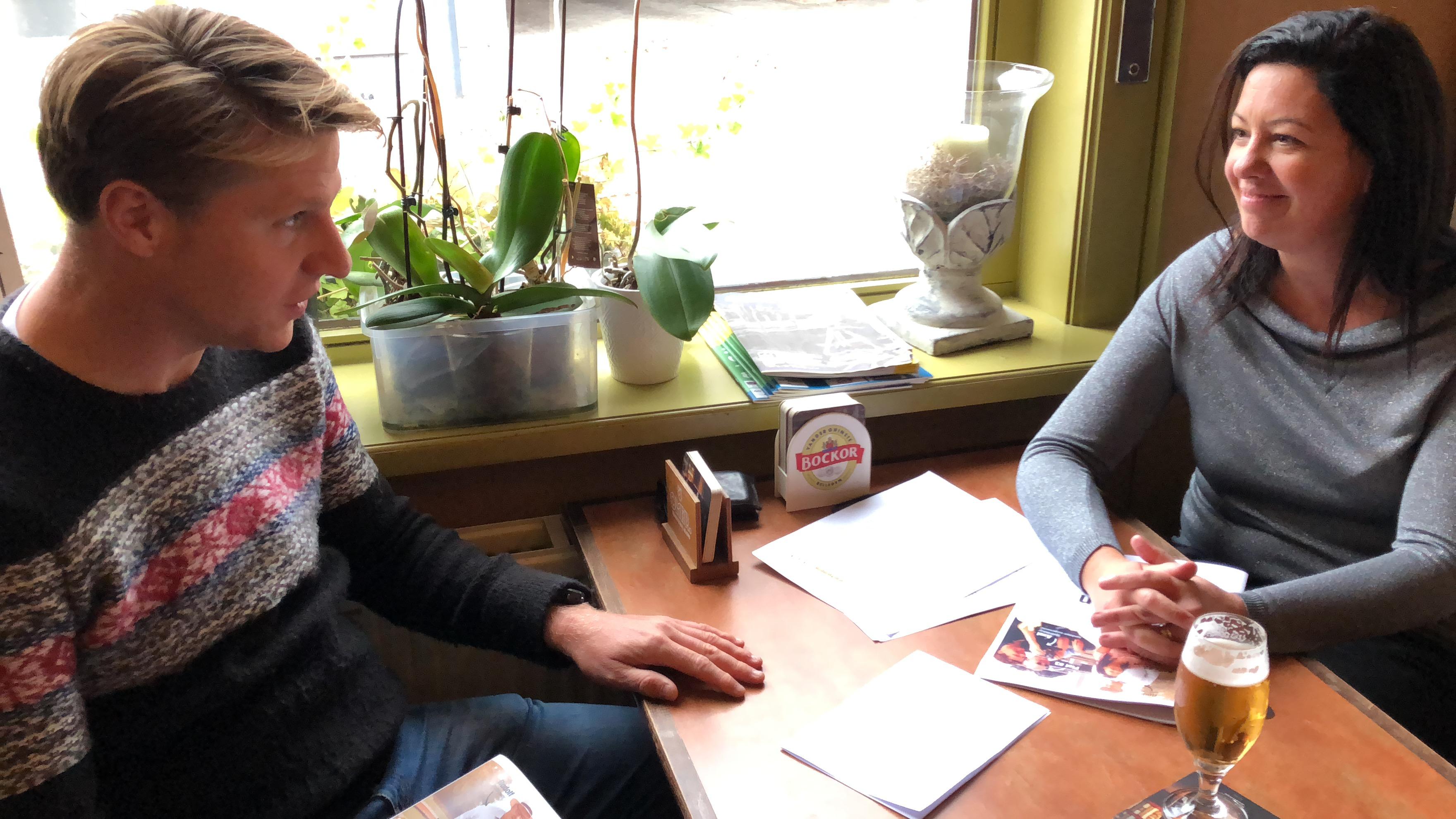 Axel en Kelly in Bellegems café