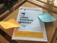 De jongeren kregen een informatiebrochure om mee aan de slag te gaan